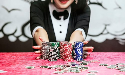 Why do people today recommend playing online poker instead of playing in a poker club?